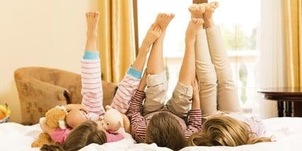 Garde Enfant Domicile Nounou A De Plus Grands Pieds Que Nous 3 Runis